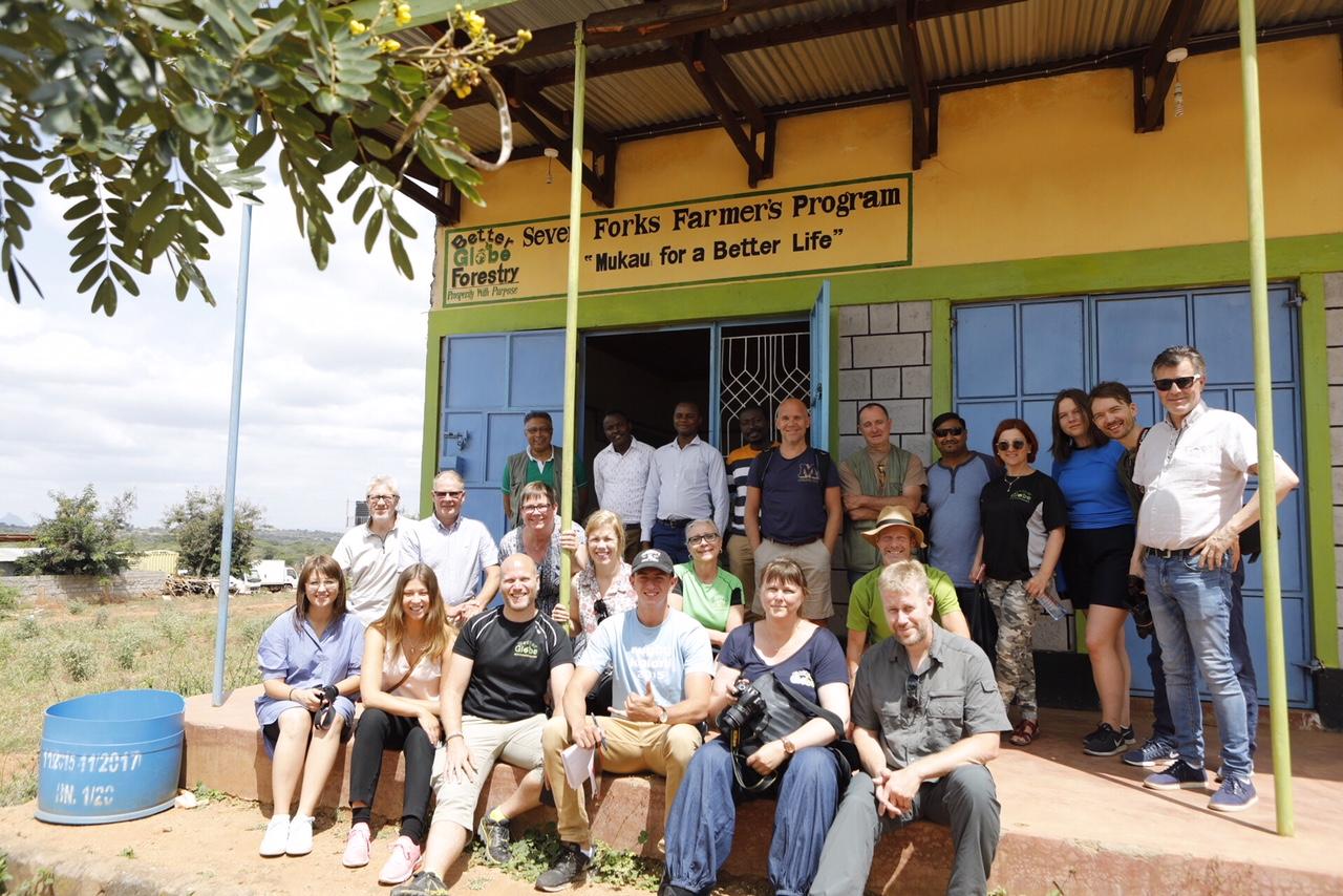 20 clientes visitando o Quênia